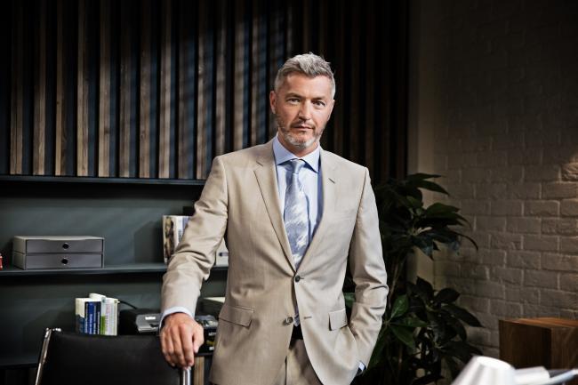 Kürt Rogiers als Lars Dewulf in VTM Familie